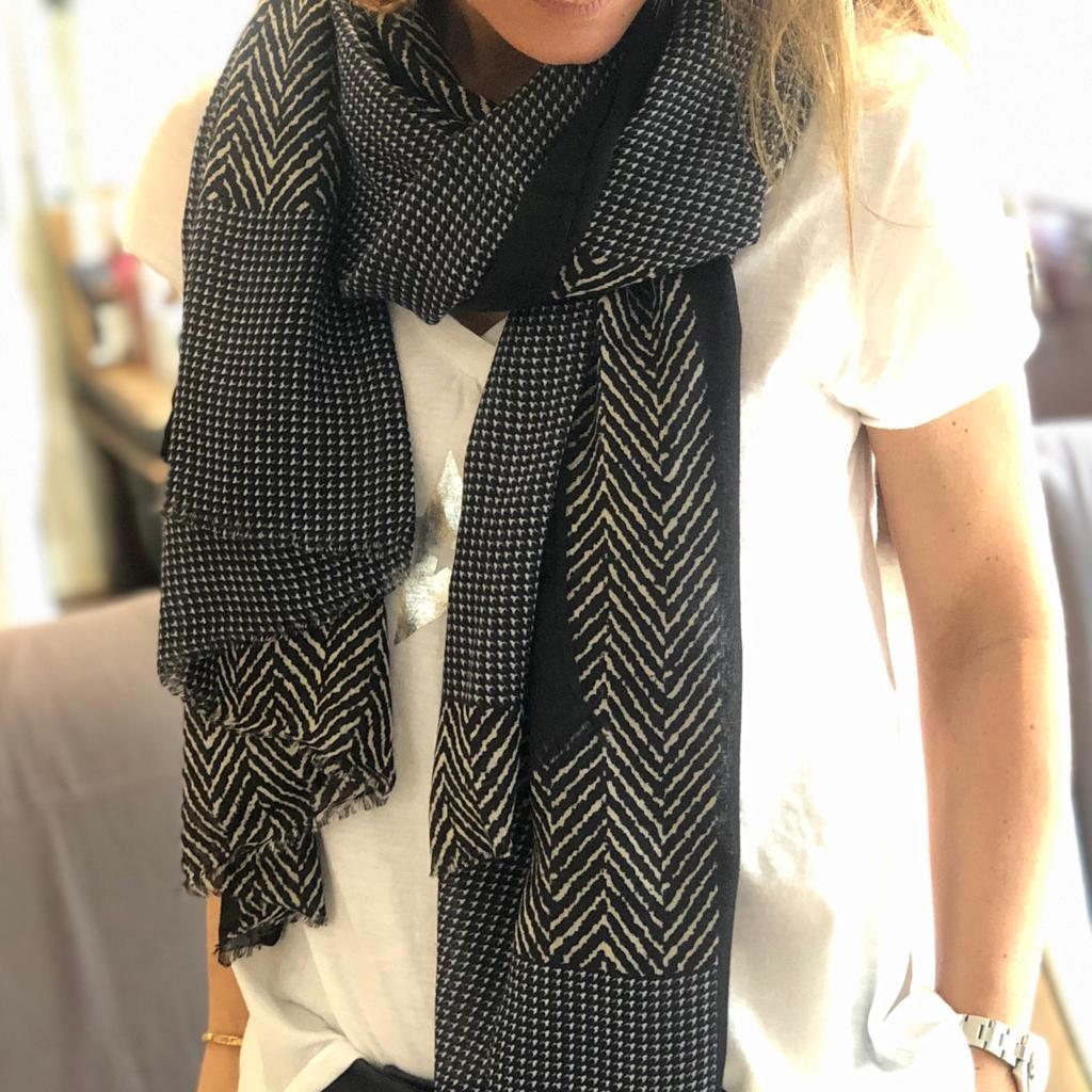 by destele foulard noir et blanc