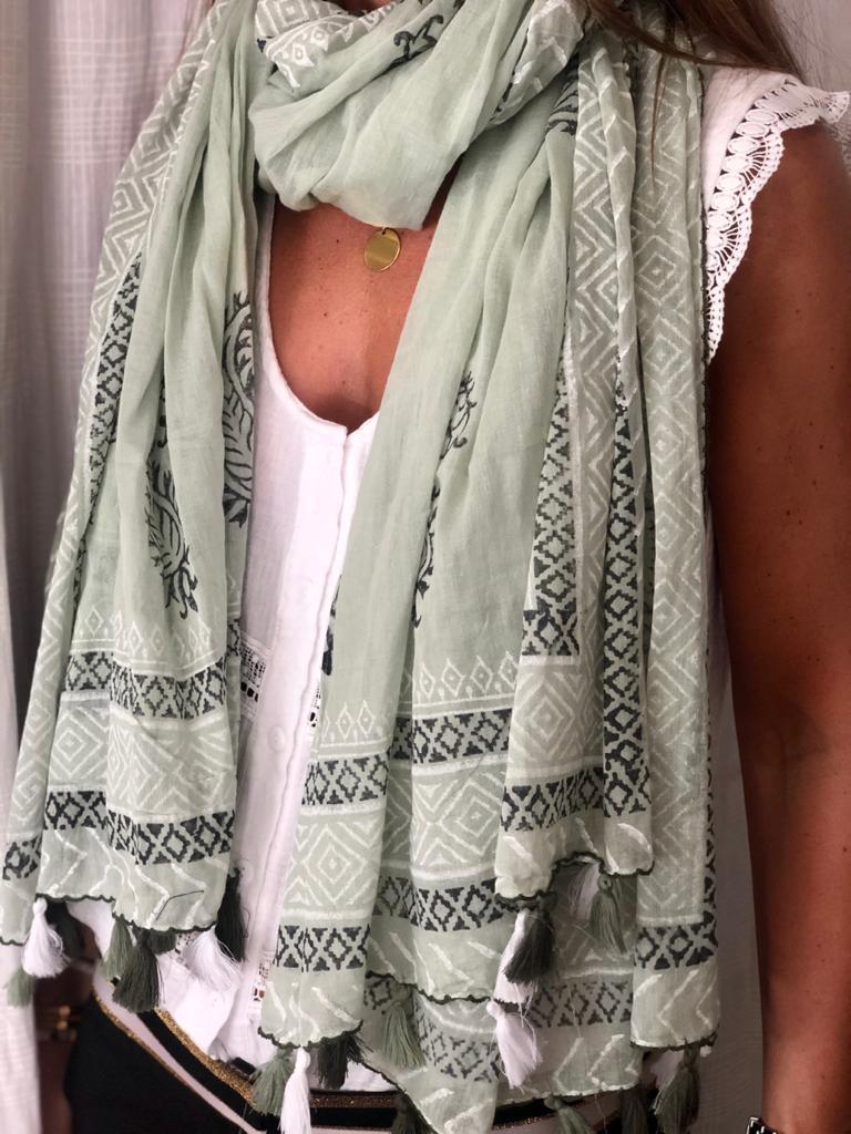 by destele foulard vert