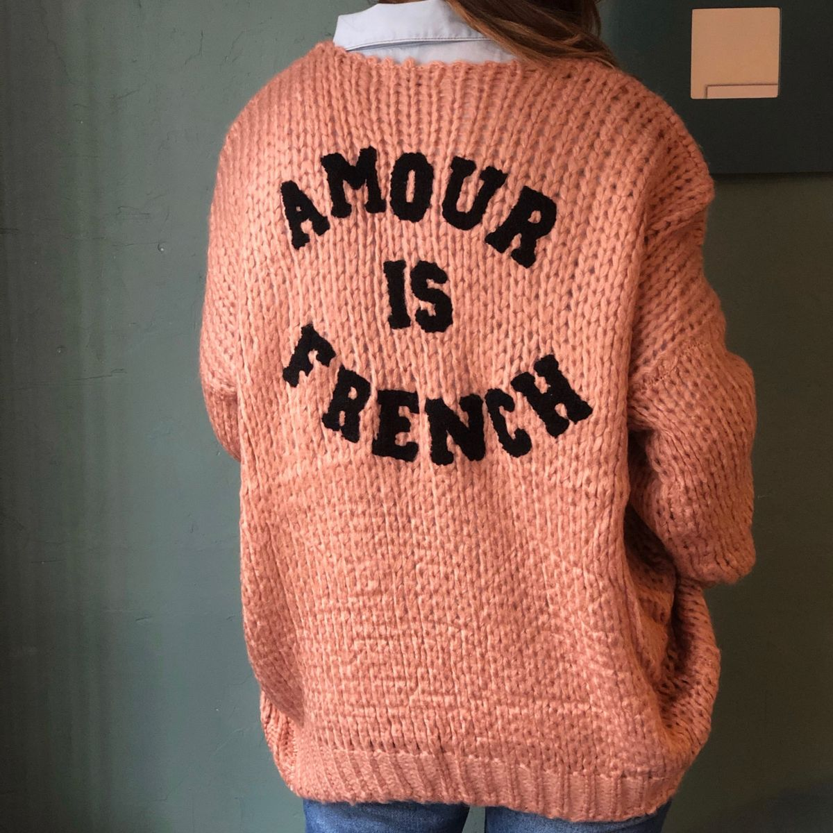 by destele gilet vieux rose amour is french