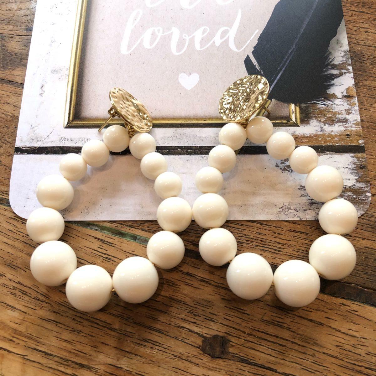 Boucles d'oreilles perles rondes blanches by destele