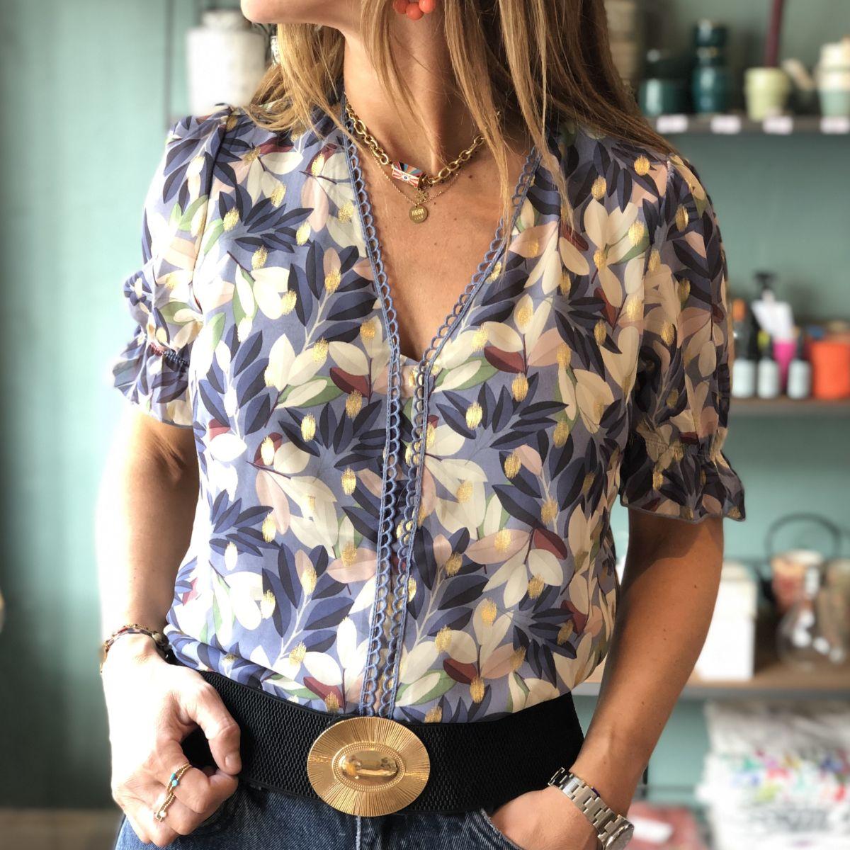 blouse col v imprimé fleurs bleu doré blanc by destele
