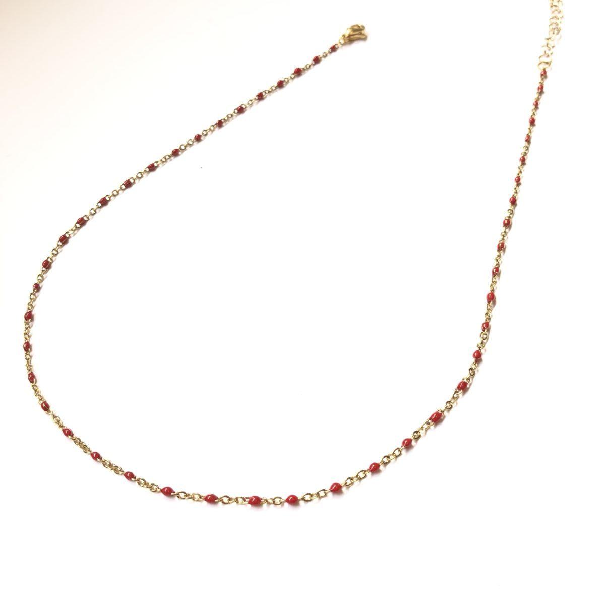 collier chaine dorée mini perles rouges by destele