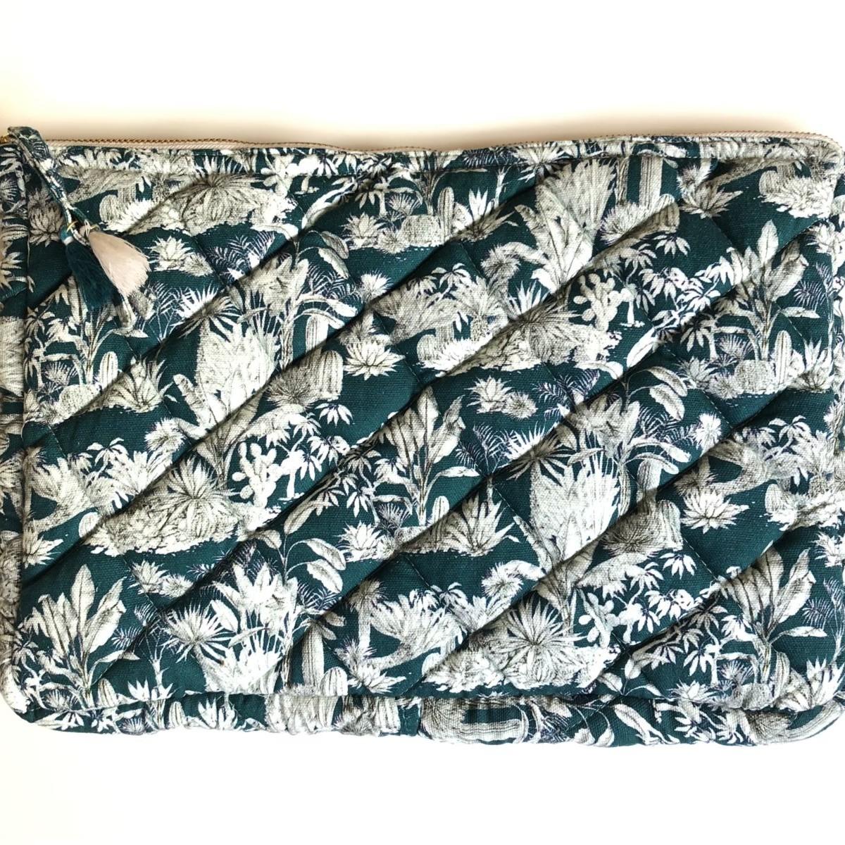 pochette ordinateur grand modèle molletonnée imprimé fleurs bleu canard et blanc by destele