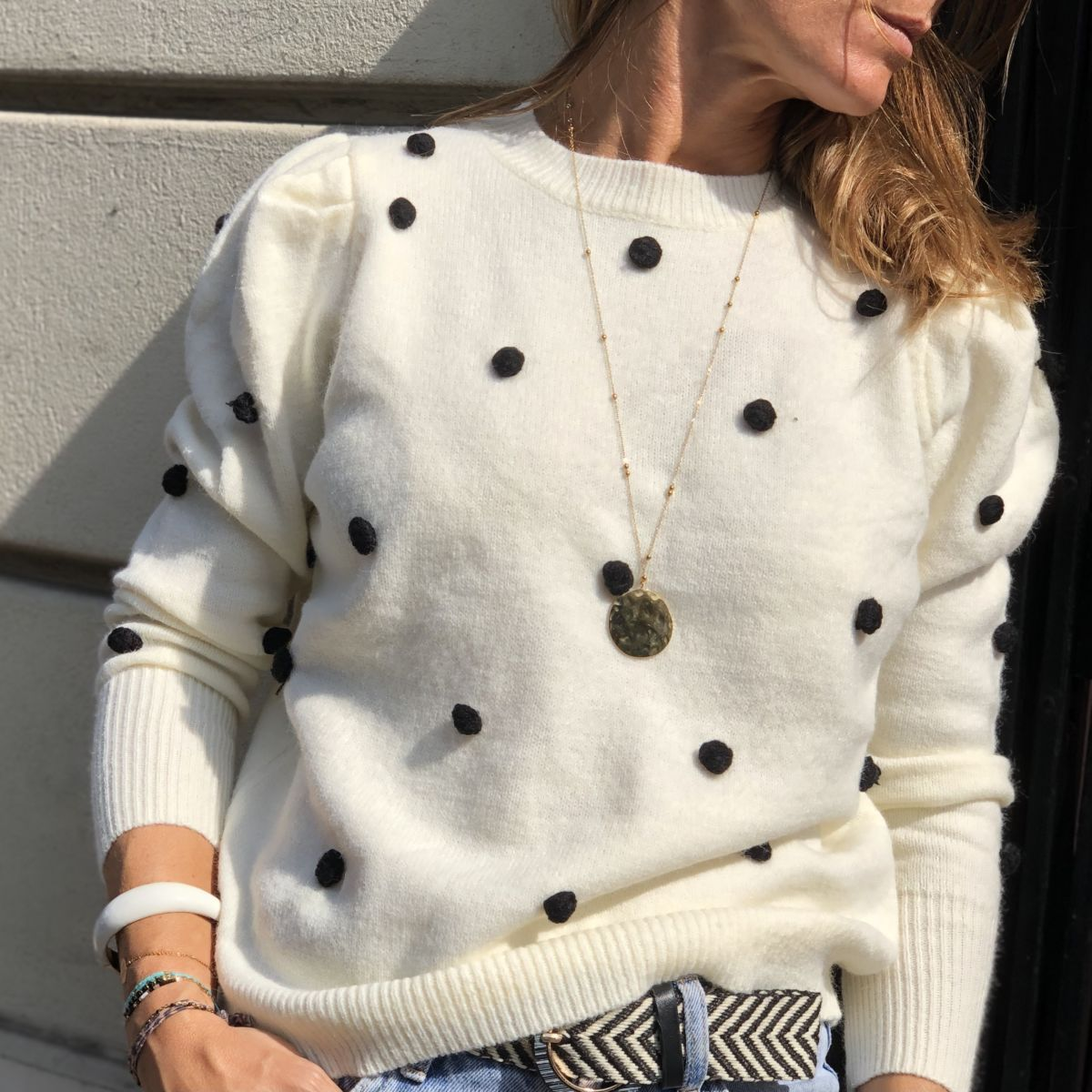 pull blanc pompons noirs manches ballon col rond by destele