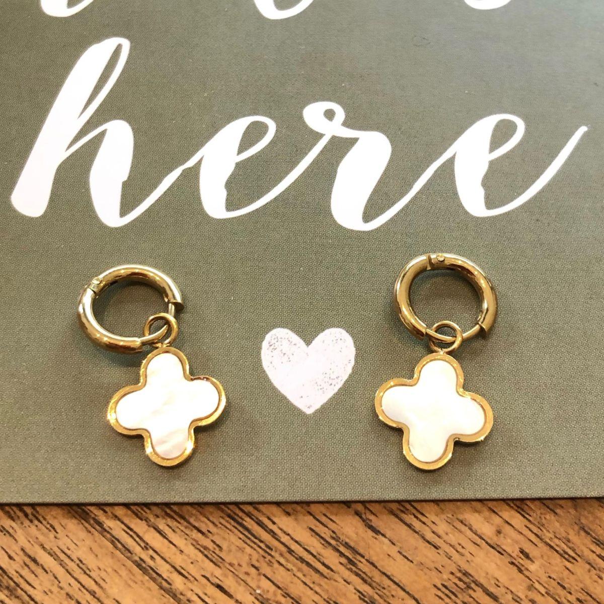 boucles d'oreilles mini créoles et breloque croix blanches et dorées acier inoxydable by destele