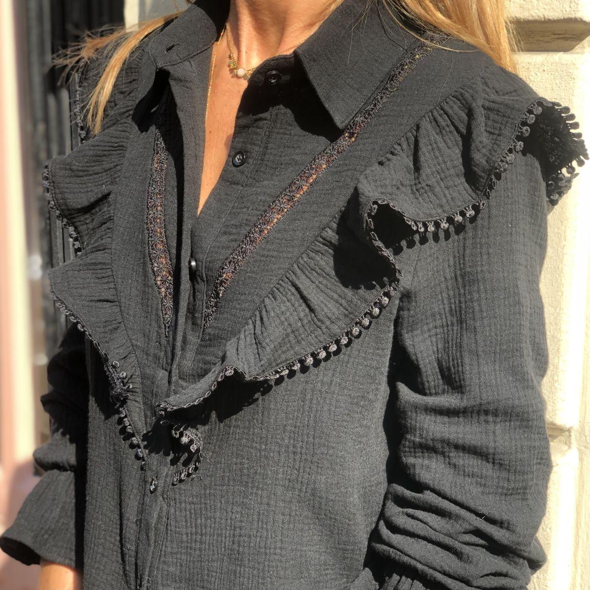 Chemise noire à volants en gaze de coton manches longues by Destele