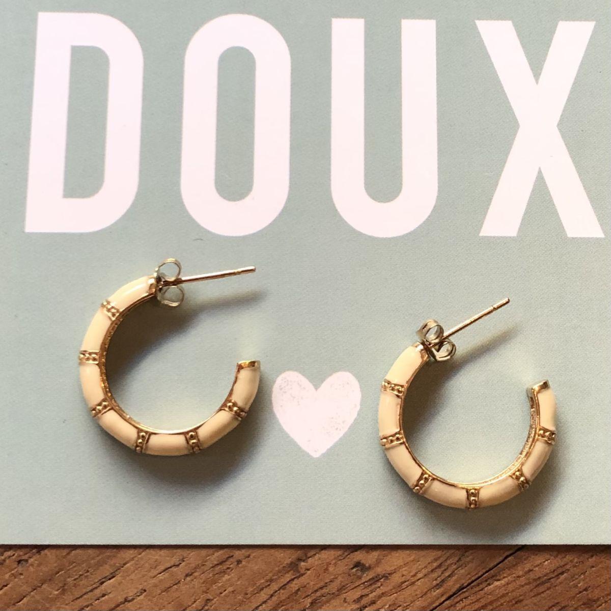 By Destele boucles d'oreilles mini créoles écrues et dorées
