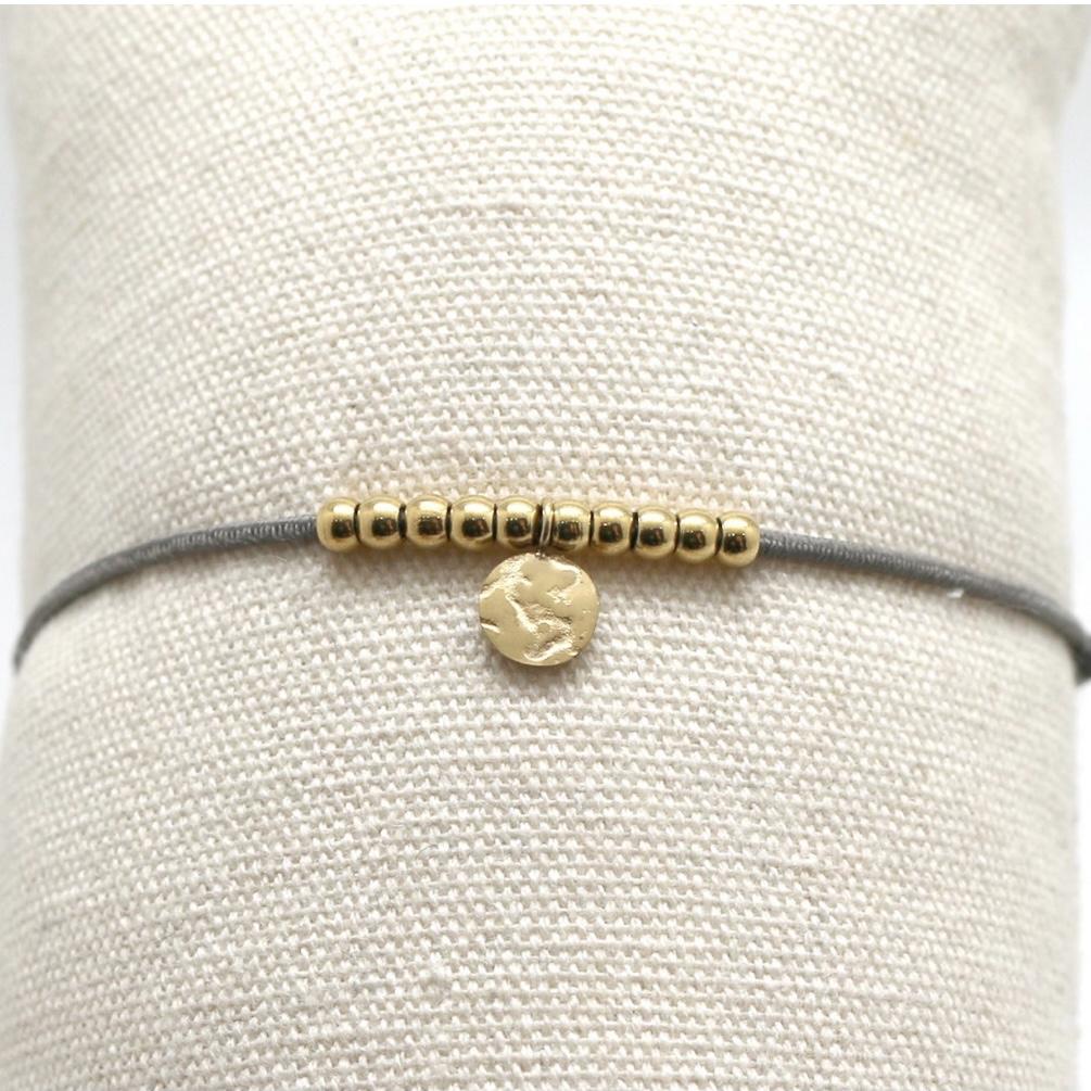 By Destele bracelet élastique gris et noeud coulissant perles dorées en acier inoxydable